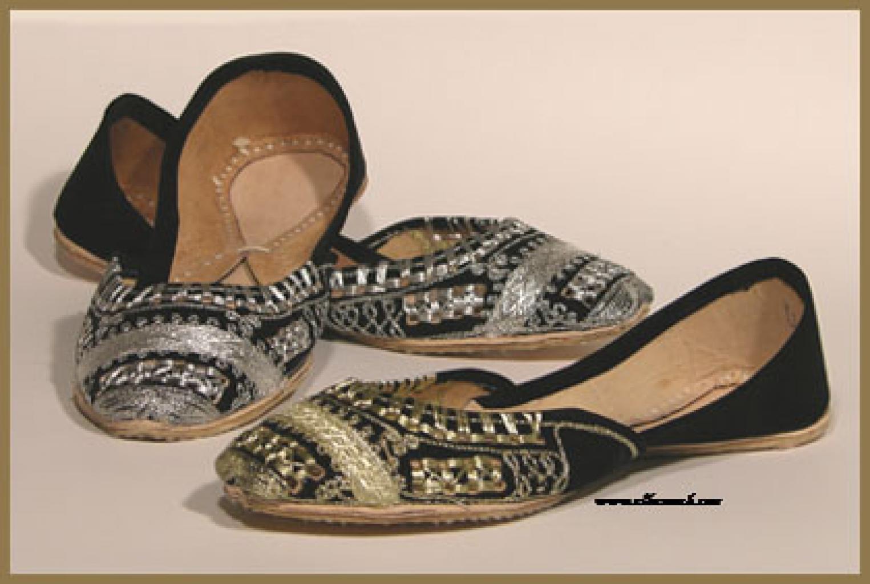 Women's Velvet Punjabi Shoes  sk880