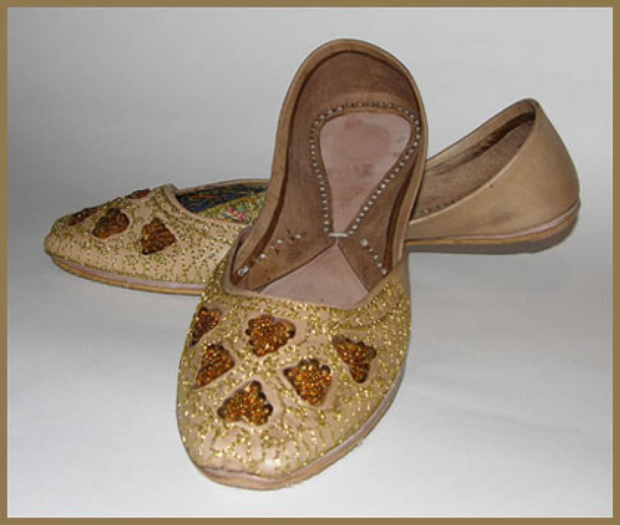 Embroidered Velvet Punjabi Shoes sk906