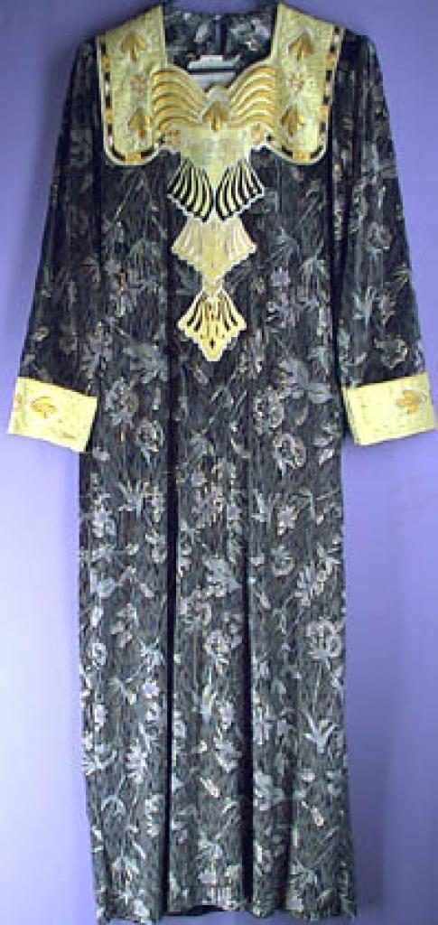 Velvet Syrian Thobe with Gold threaded Floral design sr130