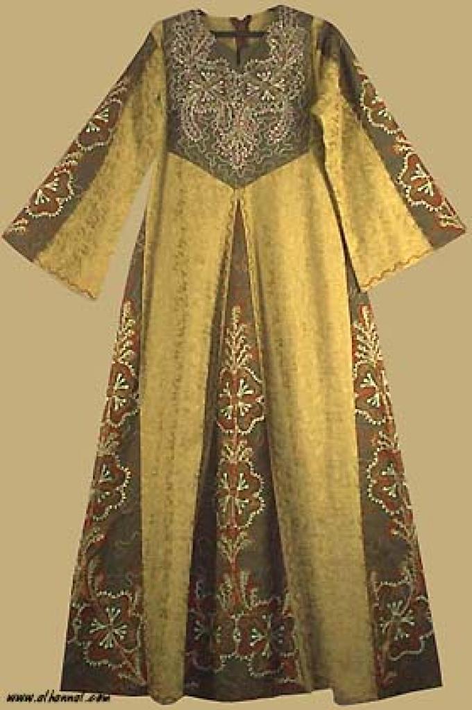 Jordanian Queen's Dress   th542