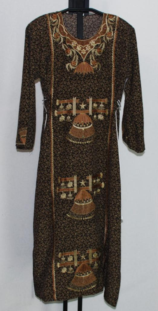 Traditional Embroidered Saudi pull-over Thobe   th649