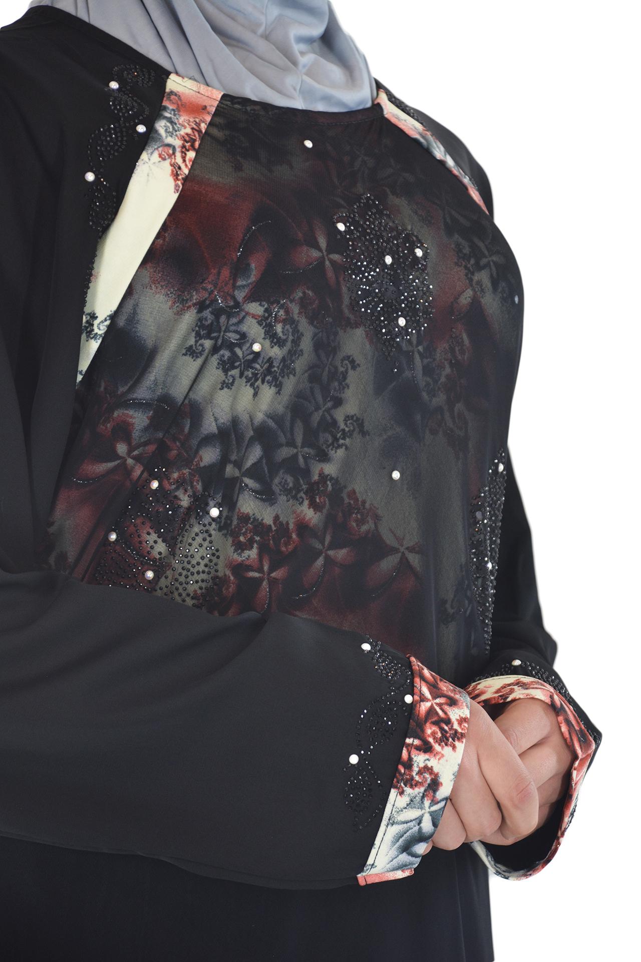 Nousha - Black and Tan Chic Abaya Close up 3