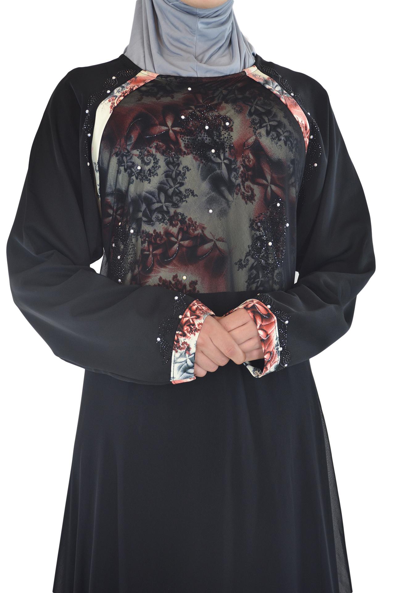 Nousha - Black and Tan Chic Abaya Close up