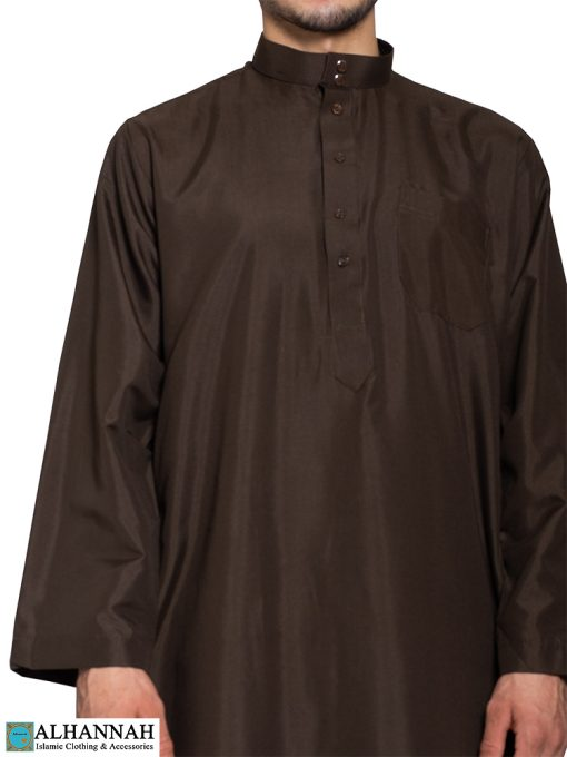 Saudi Thobe in Brown Close Up